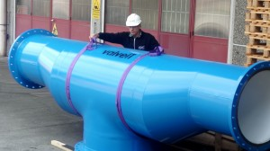 Piping - valveIT technician preparing for loading pipeline in a container